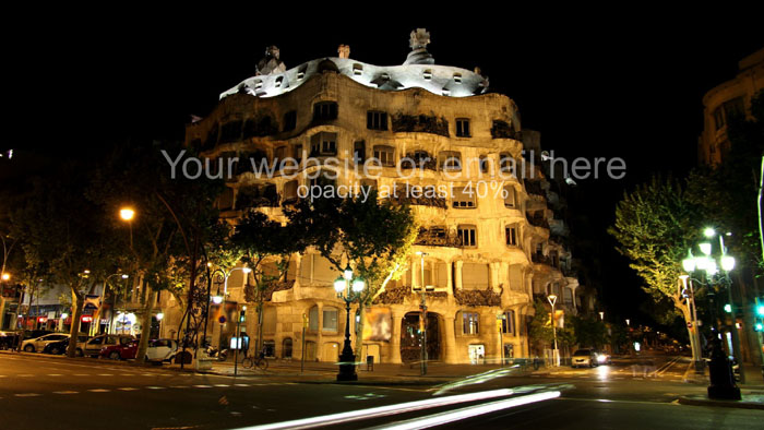 Night photo of La Pedrera Palace in Barcelona