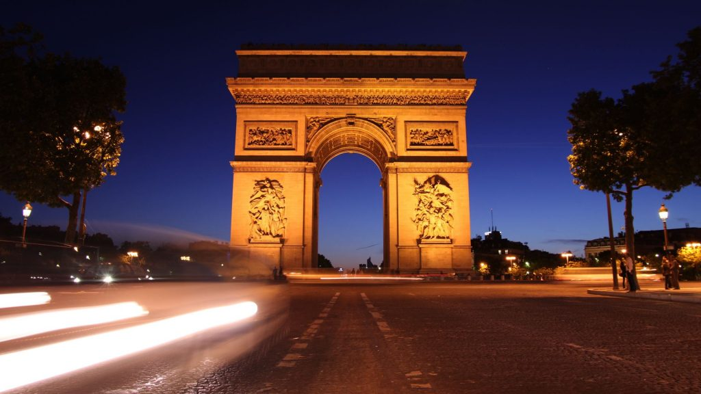 Arc de triomphe in Paris at night