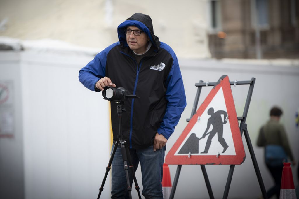 Photographer Camillo Cinelli while taking pictures in the street
